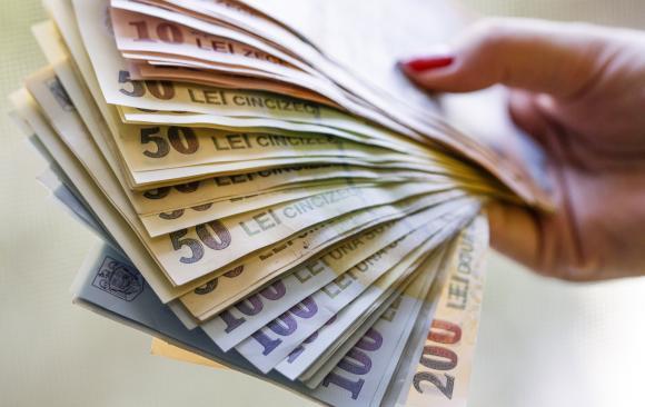 Sibienii au cel mai mare salariu din regiune
