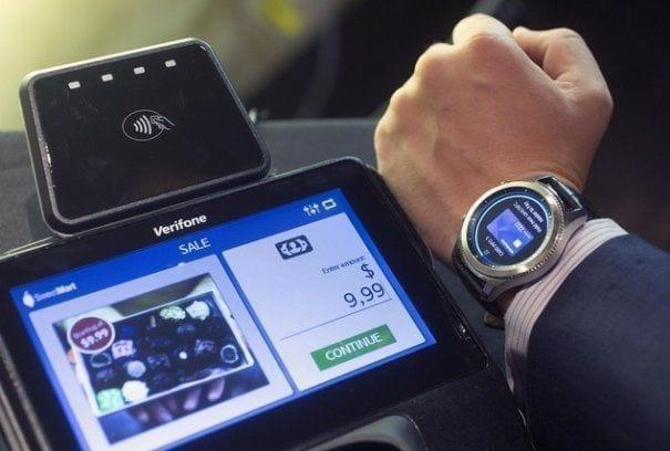 BT oferă clienților posibilitatea să plătească cu ceasul inteligent