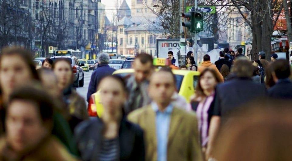 - oameni 960x529 - CCIFER : Majorarea salariului minim fără studiu de impact in prealabil  va afecta major companiile, în special cele mici si mijlocii