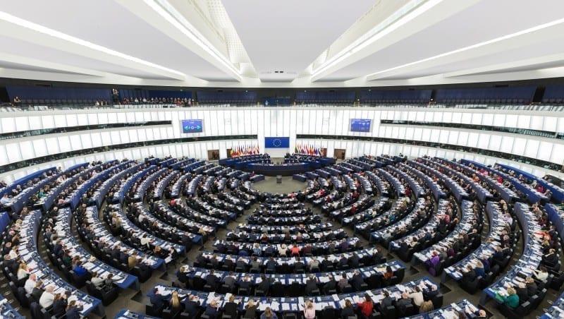 - pe - PE a votat pentru admiterea fără întârziere a României în zona Schengen