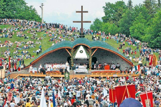- sumuleu 1 - Harghita: Pelerini din Rwanda, Pakistan, Madagascar, Namibia sau Reunion participă la vizita Papei