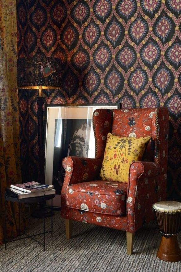 - Black Bird armchair and Gypsy Ochre cushion 585x877 - MINDTHEGAP. În lumea tapetului, abajururilor și a textilelor care cuvântă
