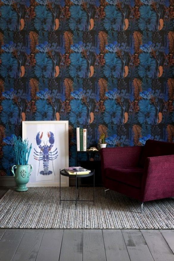 - CORAL REEF Ultramarine v1 585x877 - MINDTHEGAP. În lumea tapetului, abajururilor și a textilelor care cuvântă