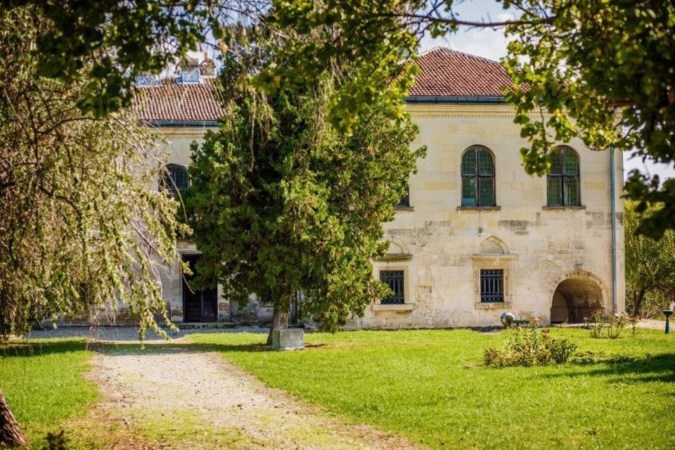 - Palatul de Piatr   Udri  te N  sturel singurul monument de arhitectur   civil   rom  neasc   din sec - Apel pentru restaurarea monumentelor istorice: 3 milioane de lei pentru intervenții de urgență