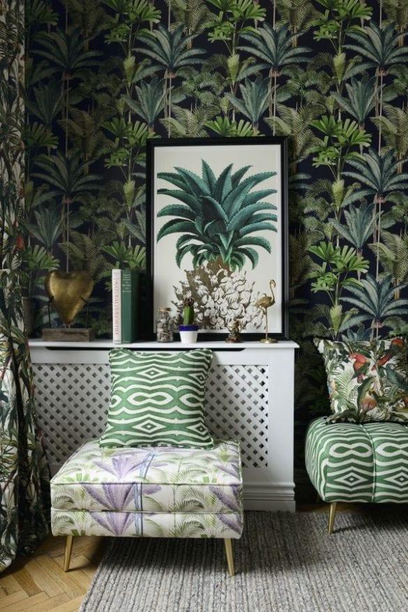 - Palmeras ottoman with Riverside cushion 585x877 - MINDTHEGAP. În lumea tapetului, abajururilor și a textilelor care cuvântă