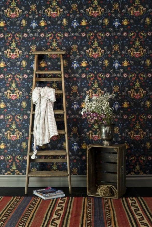 - TRANSILVANIA FOLK in blue 585x877 - MINDTHEGAP. În lumea tapetului, abajururilor și a textilelor care cuvântă