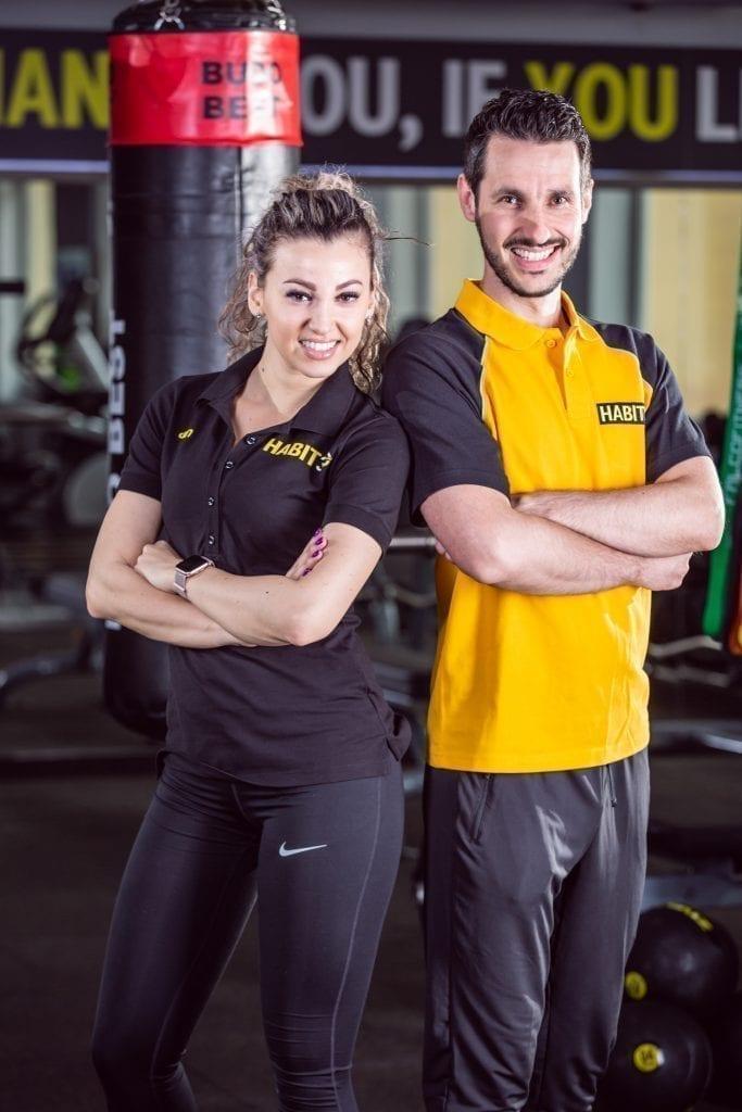 - Habit 30 traineri 600 683x1024 - Doi tineri din Sibiu vor să fie pionieri în francizarea studiourilor de fitness din România. Vând rețeta succesului celor care își doresc să facă afaceri din sălile de sport