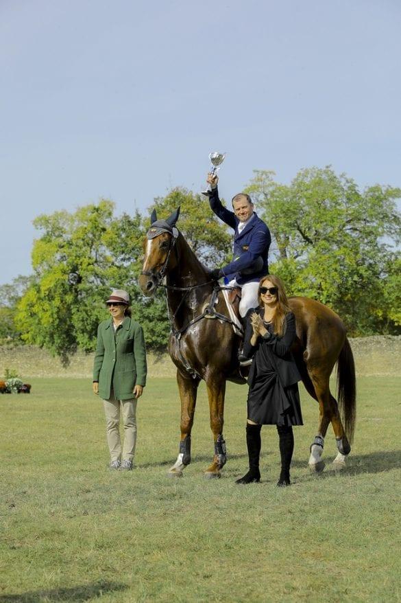 - 10 585x878 - FOTO: Spectacol ecvestru de top pentru 12.000 de spectatori la Karpatia Horse Show