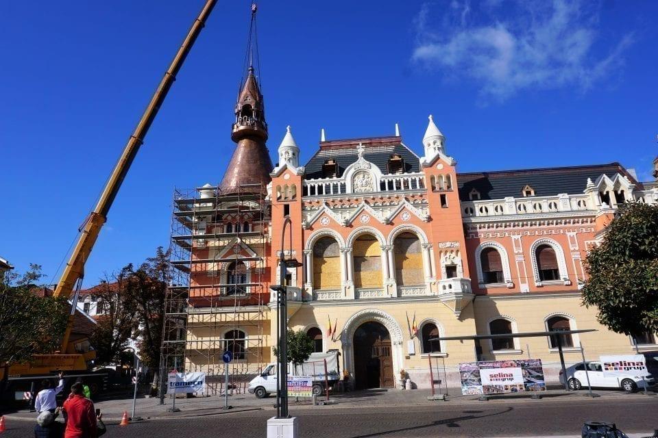 - Palat Episcopal 960x640 - S-a montat noua turlă a Palatului Episcopal Greco-Catolic din Oradea
