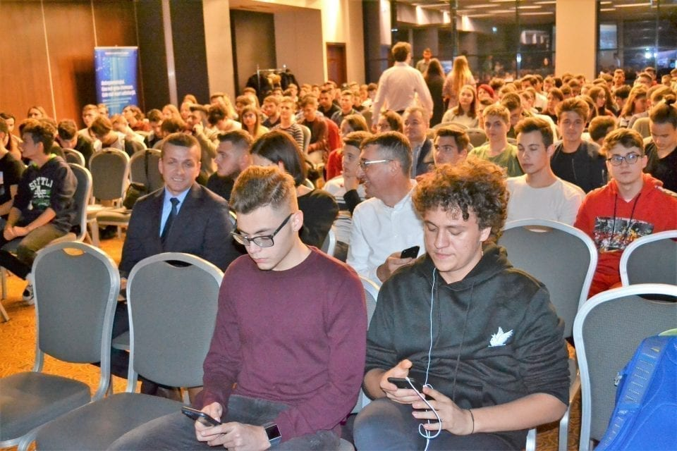 """- Generatia Tech 960x640 - 460 de tineri bihoreni s-au înscris în Programul """"Generaţia Tech"""""""