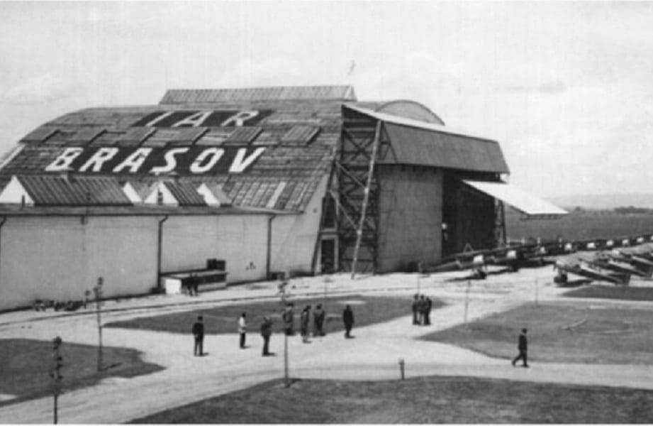 - hangarul iar brasov - Hangarul unde s-a construit primul avion IAR la Brașov, transformat în centru de evenimente