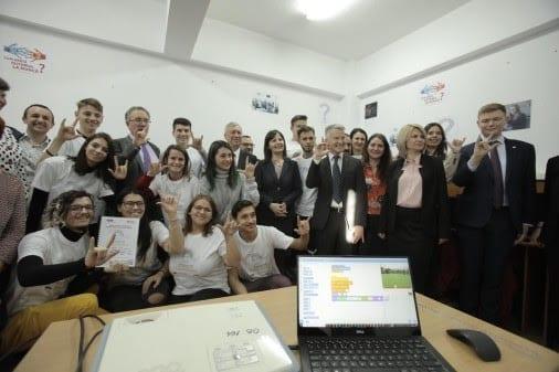 - unnamed 1 - La Craiova, primul Club de Programare dedicat elevilor cu deficiențe de auz din România Ford Romania