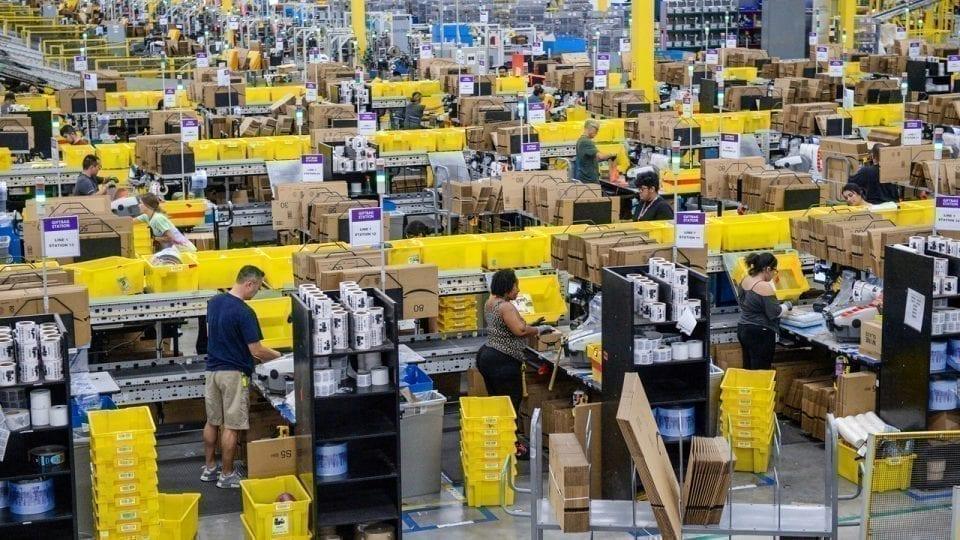 - Amazon 960x540 - Amazon angajează 100.000 de oameni ca să facă față comenzilor