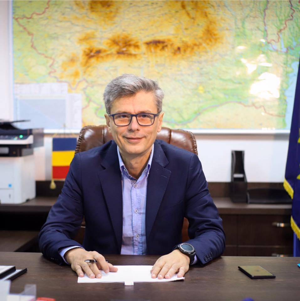- Virgil Popescu - Firma Techtex din județul Bihor, produce 150.000 de măști acreditate pe zi