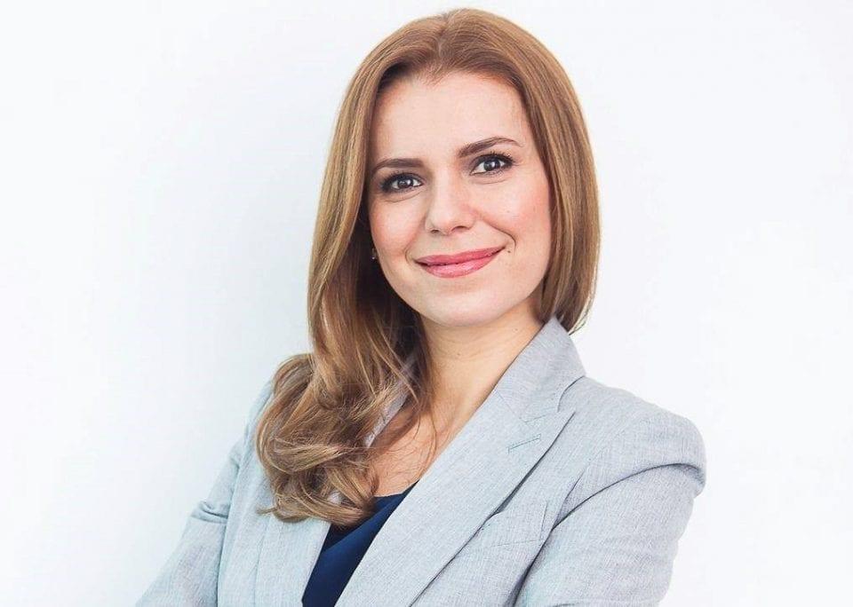 - Claudia Tamasi edited 960x684 - POZITIV TB: O companie pregătește IT-ști, le caută job-uri, plata cursurilor, după angajare